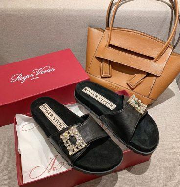Roger vivier slippers black